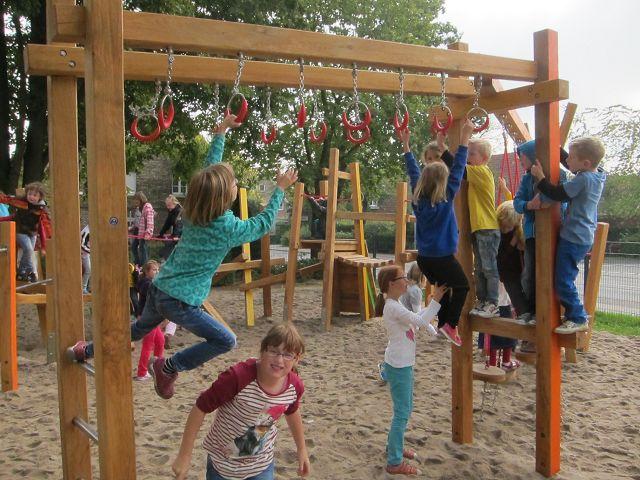 Klettergerüst Zum Hangeln : Neues klettergerüst grundschule everswinkel