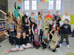 Karneval 2016: Die 4c feiert mit Frau Kipp