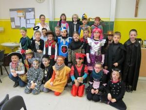 Karneval 2016: Die Klasse 2c feiert mit Frau Laumann